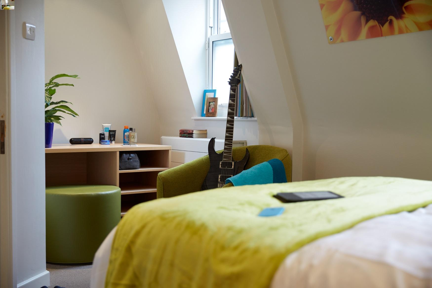 Private Mental Health Adolescent Unit Bedroom